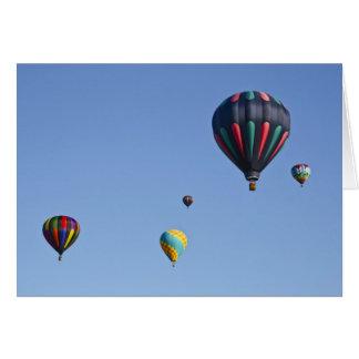 Carte de voeux chaude de lancement de ballon à air