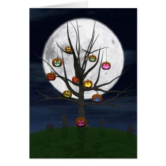 Carte de voeux colorée d'arbre de Jack-o'-lantern