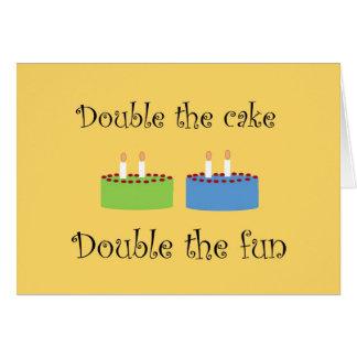 Carte de voeux de gâteau d'anniversaire de jumeaux