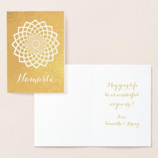 Carte de voeux de Namaste de mandala d'or