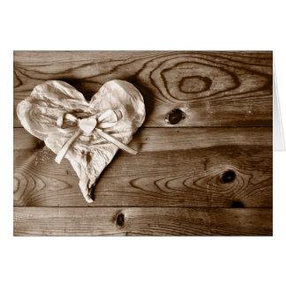 Carte de voeux en bois de coeur de grange rustique
