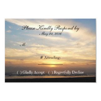 Carte du mariage de plage de coucher du soleil carton d'invitation 8,89 cm x 12,70 cm