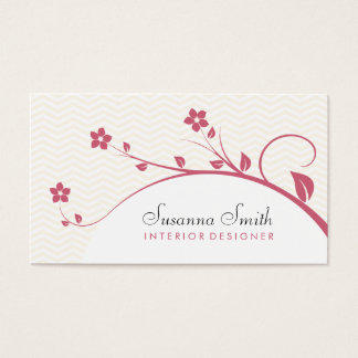 Carte élégante avec des fleurs rouges et chevrón