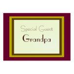Carte enveloppée par cadeau d'invité spécial modèle de carte de visite