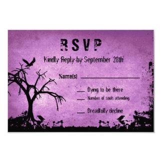 Carte Halloween épousant RSVP avec l'arbre éffrayant et