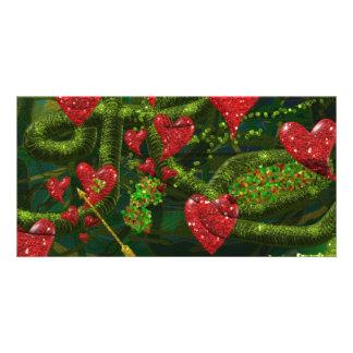 Carte L'amour est étrange - les coeurs rouges sur le rés