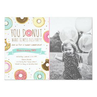 Carte Le beignet d'invitation de fête d'anniversaire de