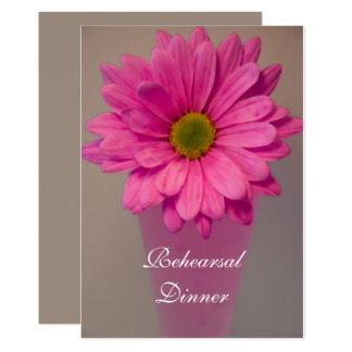Carte Marguerite rose dans l'invitation de dîner de