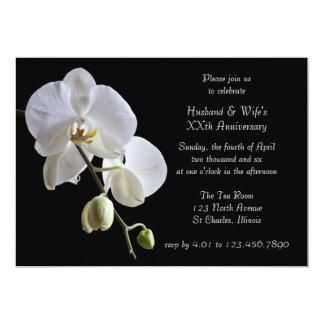 Carte Orchidée blanche à l'invitation noire de fête