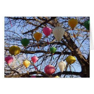 Carte orientale élevante de lanternes