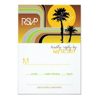 Carte Palmiers tropicaux de rétro coucher du soleil