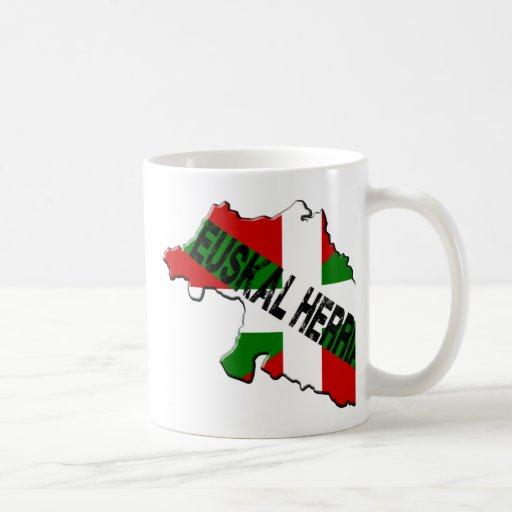 Carte pays basque plus drapeau euskal herria tasse à café