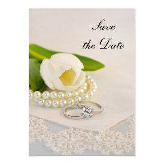 Carte Perles blanches et anneaux de tulipe épousant des