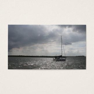 Carte photo de ciel de tempête de bateau à voile