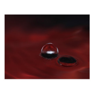 Carte Postale A double bubble on a red water