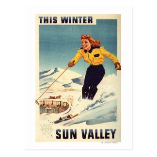 Carte Postale affiche de sourire et de ski de femme