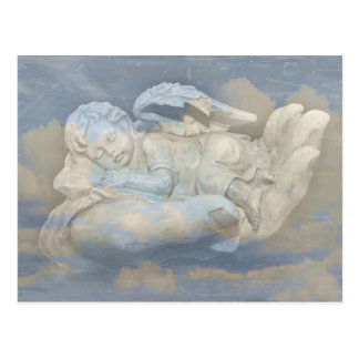 Carte Postale Ailes d'ange de bébé dormant dans la main de Dieu