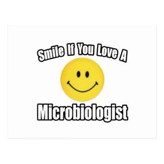 Carte Postale Amour de sourire… un microbiologiste