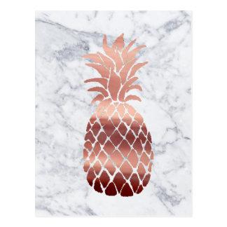 Carte Postale ananas rose d'or sur le marbre