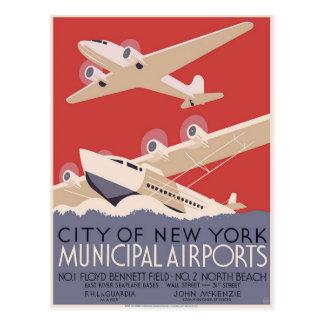 Carte postale avec l'affiche vintage d'aéroport