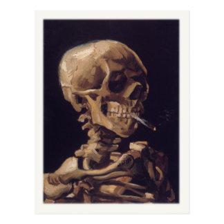 Carte postale avec le crâne de tabagisme d'A