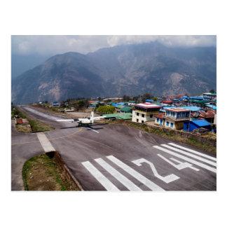 Carte Postale Avion à la piste d'atterrissage d'aéroport de
