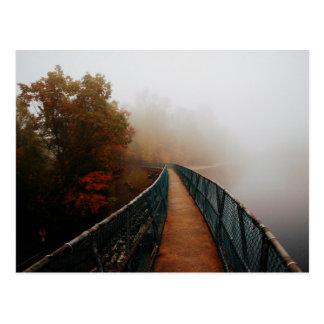 Carte Postale Barrage de montagne de baies dans le brouillard