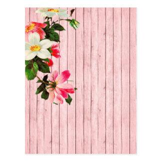 Carte Postale Barrière et fleurs lavées par rose de pays