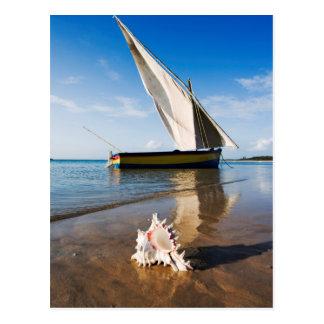 Carte Postale Bateau à voile et Shell | Mozambique, loge de