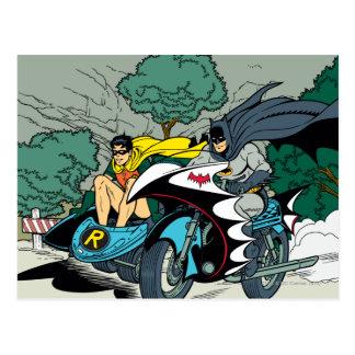 Carte Postale Batman et Robin dans Batcycle