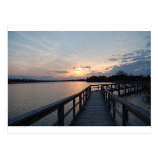 Carte Postale Beau coucher du soleil sur un dock
