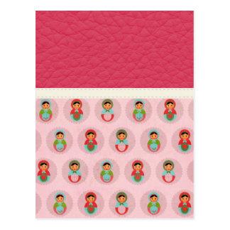 Carte Postale Belles poupées russes d'emboîtement sur le cuir
