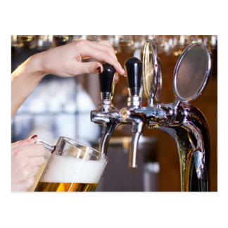 Carte Postale Bière sur le robinet