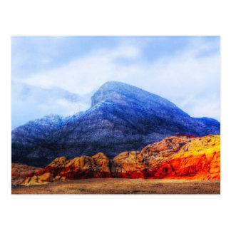Carte postale bleue de montagne de roche rouge