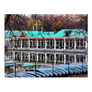 Carte Postale Boathouse de restaurant de bateau à rames de