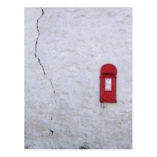 Carte Postale Boîte aux lettres criquée de maison