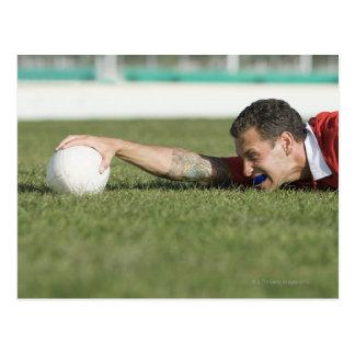 Carte Postale Boule de rugby de saisie d'homme