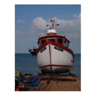 Carte Postale Brume de matin de bateau de pêche sur la plage