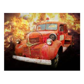 Carte Postale Camion de pompiers rouge vintage d'antan