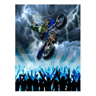 Carte Postale Cavalier de motocross de style libre volant