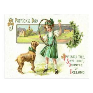 Carte Postale Cercle de chien de trèfle de feuille du shamrock