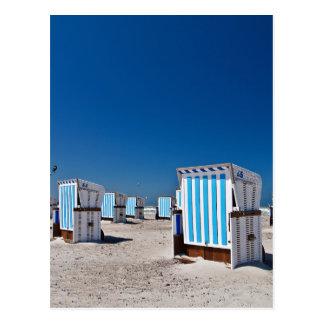 Carte Postale Chaises de plage sur le rivage de la mer baltique