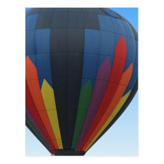 Carte postale chaude de ballon à air en vol