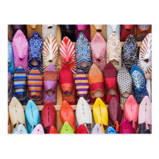 Carte Postale Chaussures montrées dans un magasin dans les souks