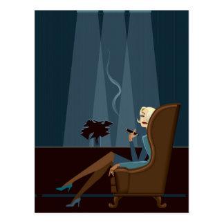 Carte Postale Cigare de tabagisme de femme d'affaires