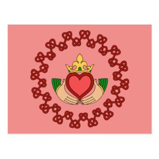 Carte Postale Claddagh et Knotwork rouge sur le rose