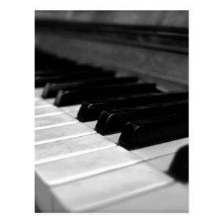 Carte Postale Clés vintages de piano ; Noir et blanc