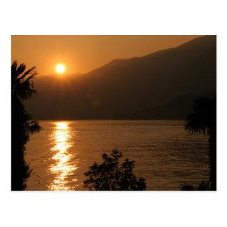 Carte Postale como de lac de ~ de coucher du soleil