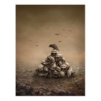 Carte Postale Corneille se reposant sur une pile des avirons