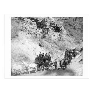 Carte Postale Cortège des diligences descendant montagne